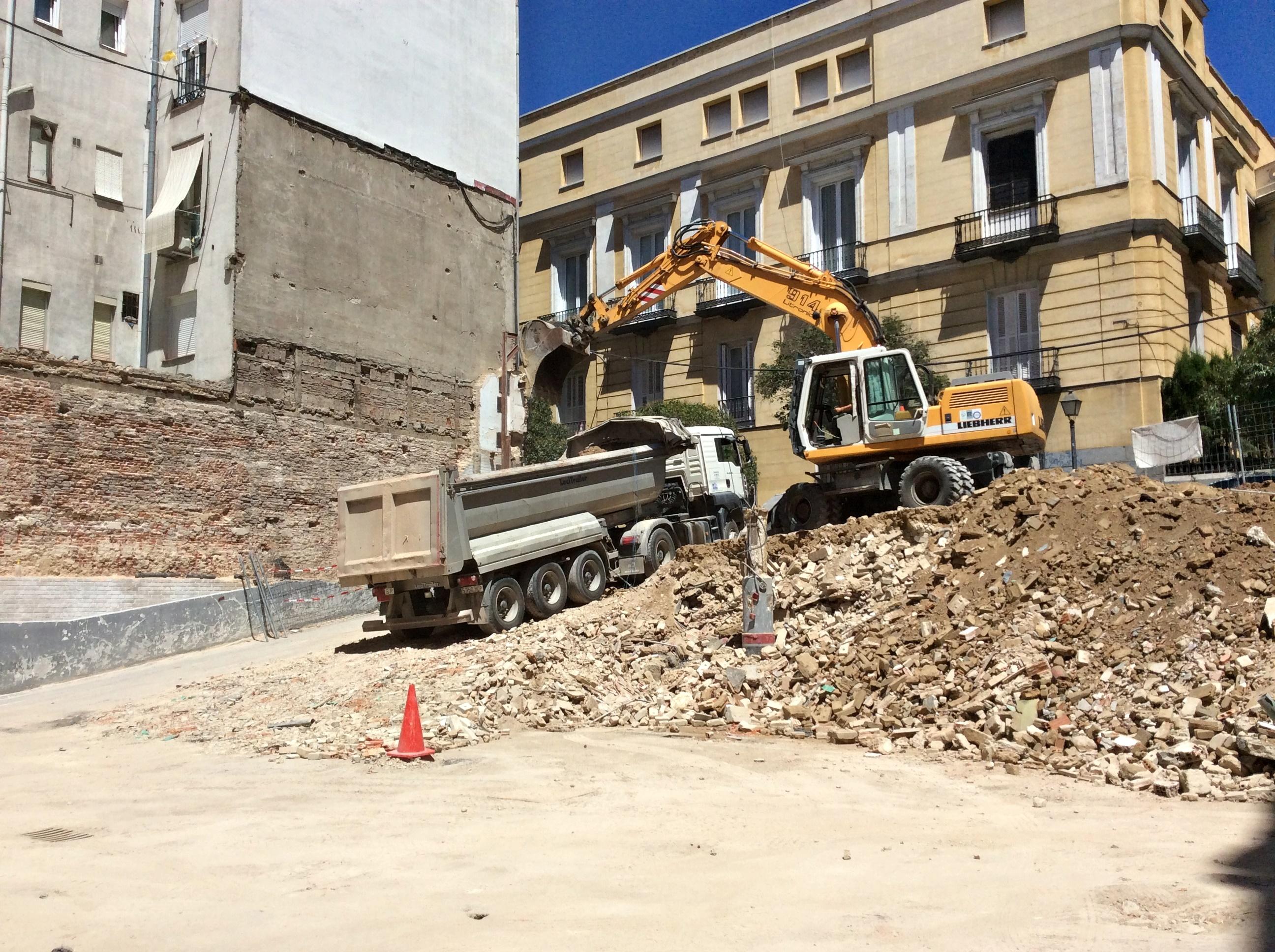 Demolición de edificio en calle Divino Pastor, Madrid